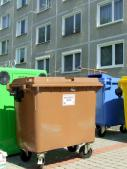 Kontajner na zber biologického odpadu v zástavbe KBV v meste Stará Turá
